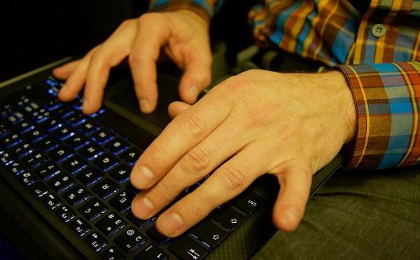 あなたの死亡後パソコンの中身は誰に整理してもらいますか?
